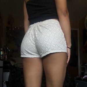 White lace print shorts